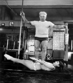 3851239728709-opera-singer-roberta-peters-balancing-her-trainer-joseph-pilates-on-her-operatic-breadbasket-affiches-jpg